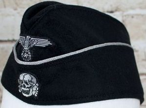 Черная суконная пилотка офицеров СС образца 1940 года с обшивкой.