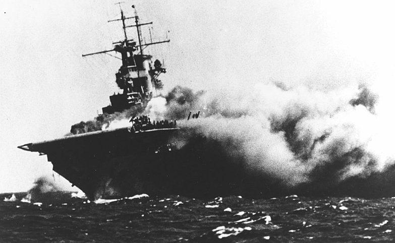 Горящий авианосец «Wasp». Сентябрь 1942 г.