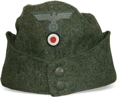 Пилотки нижних чинов Вермахта образца 1942 года с обшивкой.