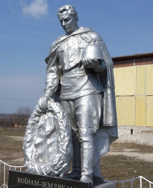 с. Грузское Криворожского р-на. Памятник погибшим односельчанам.