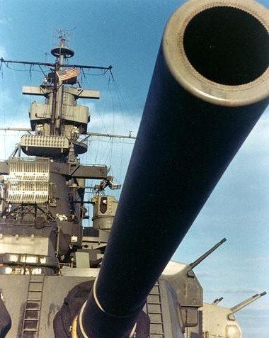 16-дюймовые пушки линкора «Alabama». Декабрь 1942 г.