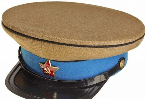 Фуражки командного и начальствующего состава кавалерии РККА образца 1935 года.
