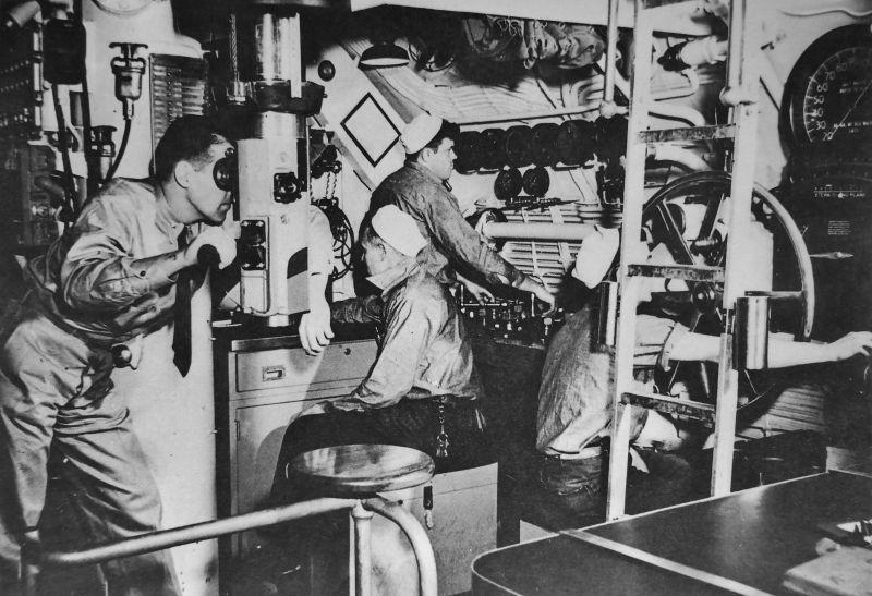 Центральный пост подводной лодки «Наутилус». 1942 г.