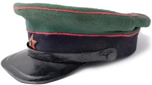 Фуражка рядового состава пограничных войск НКВД образца 1935 года.