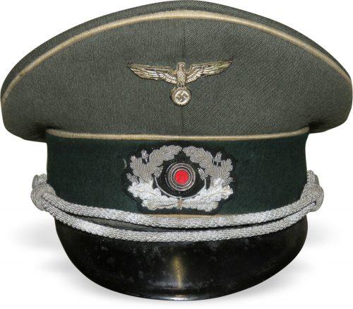 Фуражка пехотного офицера Вермахта.