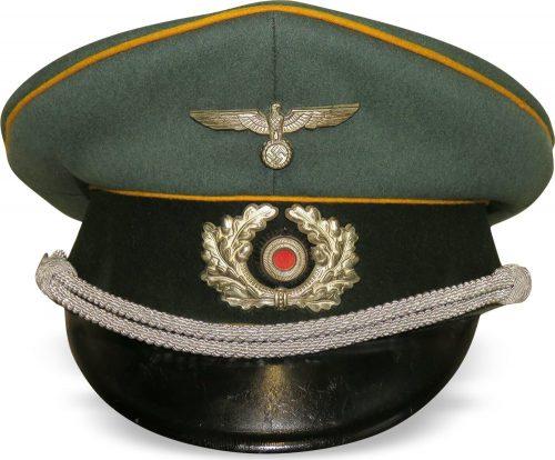 Фуражка офицера бронетанковой разведки или кавалерии Вермахта.