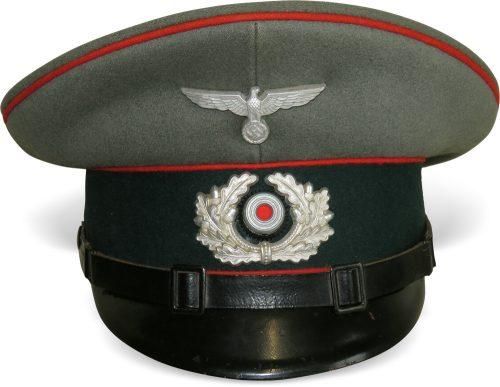 Фуражка для нижних чинов артиллерии Вермахта.
