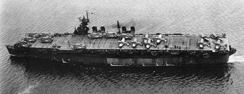 Авианосец «Independence» у военно-морской верфи Маре-Айленд. Июль 1943 г.