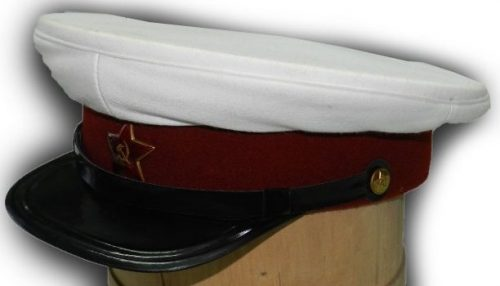 Фуражка летняя начсостава войск и служб НКВД для ношения вне строя образца 1940 года.