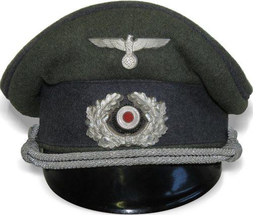 Фуражка зондерфюрера Вермахта – специалиста без военного образования – с мягким верхом.