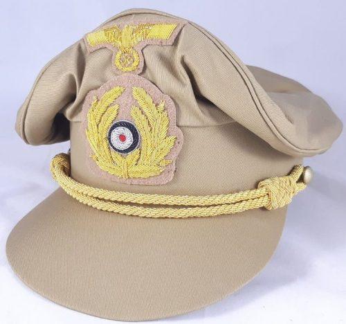 Тропическая фуражка офицера Кригсмарине с мягким верхом.
