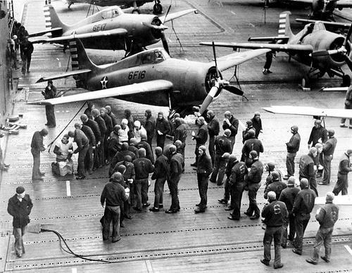 Самолеты Grumman F4F-4 Wildcats на палубе авианосца Enterprise. 1943 г.