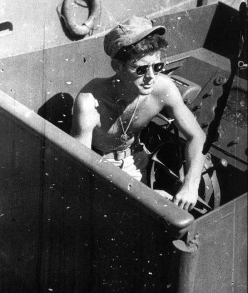 Командир торпедного катера РТ-109 Джон Кеннеди (будущий президент США). 1943 г.