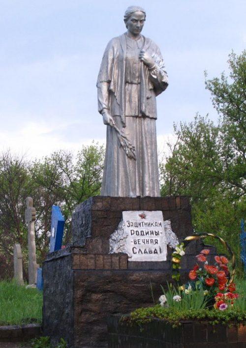 с. Луговое Петропавловского р-на. Памятник советским воинам.