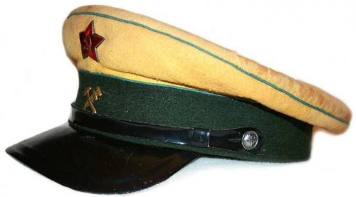 Фуражка служащего сигнальной службы НКПС образца 1943 года.