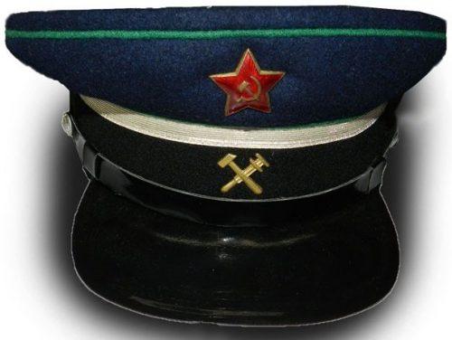 Фуражка машиниста НКПС образца 1943 года.