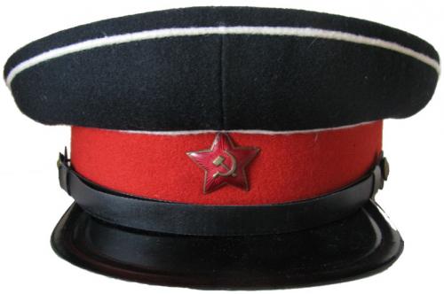 Фуражка воспитанников суворовских военных училищ образца 1943 года.