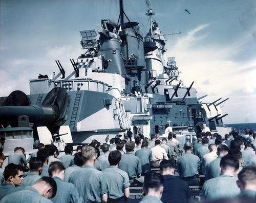 Месса на борту авианосца «Айова». Июнь 1944 г.