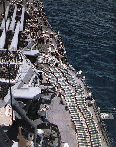 Загрузка 14-дюймовых снарядов на линкор «New Mexico». Июль 1944 г.