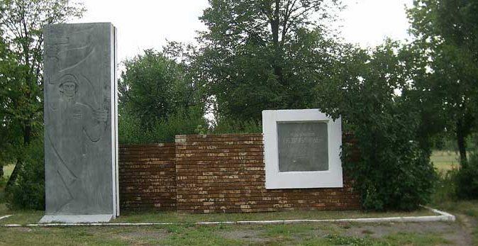 п. Покровское Покровского р-на. Памятный знак в честь освобождения поселка.