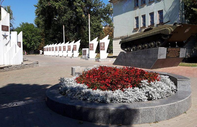 г. Покров (Орджоникидзе). Аллея Славы в городском парке.