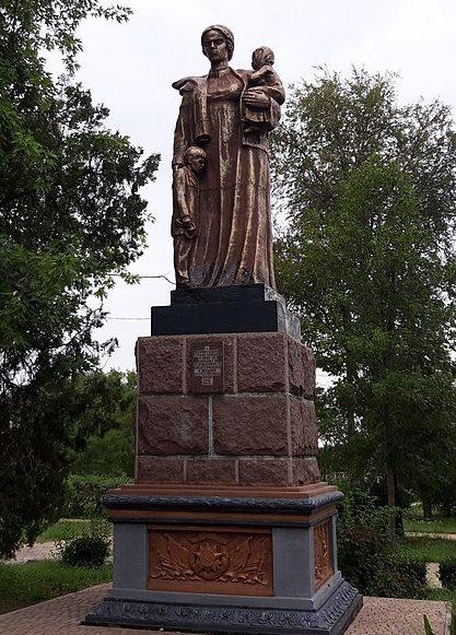 г. Покров (Орджоникидзе). Памятник. воинам погибшим в боях за город.