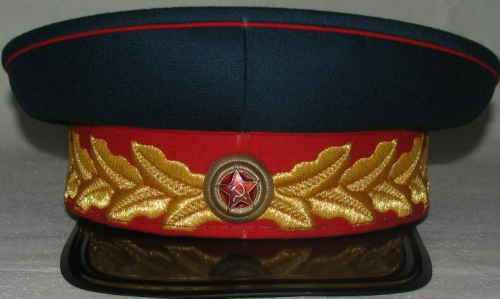 Фуражка генералиссимуса СССР Сталина образца 1945 года.