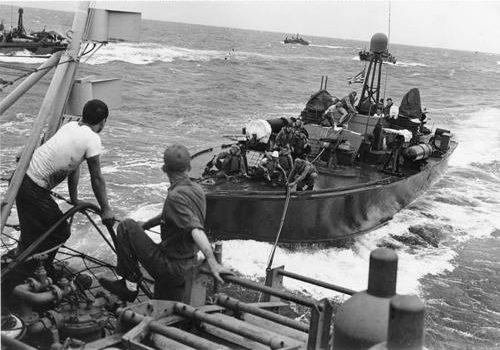 Заправка в море. Октябрь 1944 г.
