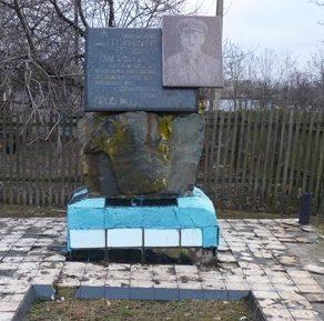 с. Красноивановка Пятихатского р-на. Памятный знак на улице Н.В.Никифорову на одноименной улице.