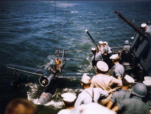 Возвращение гидросамолета на линкор «Missouri».1944 г.