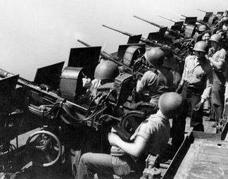 Батарея 20-мм пушек Oerlikon на авианосце «Hornet». Февраль 1945 г.