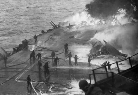 Авианосец «Саратога» после атаки камикадзе. Февраль 1945 г.
