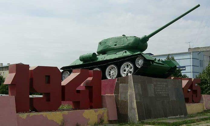 г. Пятихатки. Памятник воинам-освободителям 5-й танковой армии.
