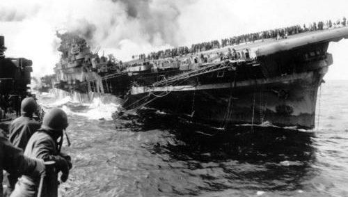 Поврежденный авианосец «Франклин». Март 1945 г.