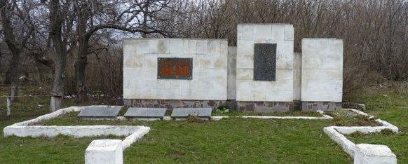 с. Семеновка Пятихатского р-на. Памятный знак погибшим односельчанам.