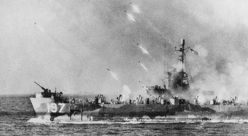 Ракетный залп по Окинаве. Апрель 1945 г.
