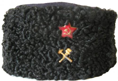 Шапка-кубанка из черного каракуля для старшего и среднего начальствующих составов НКПС образца 1943 года, введенная приказом НКПС №711Ц от 13.09.1943 года.
