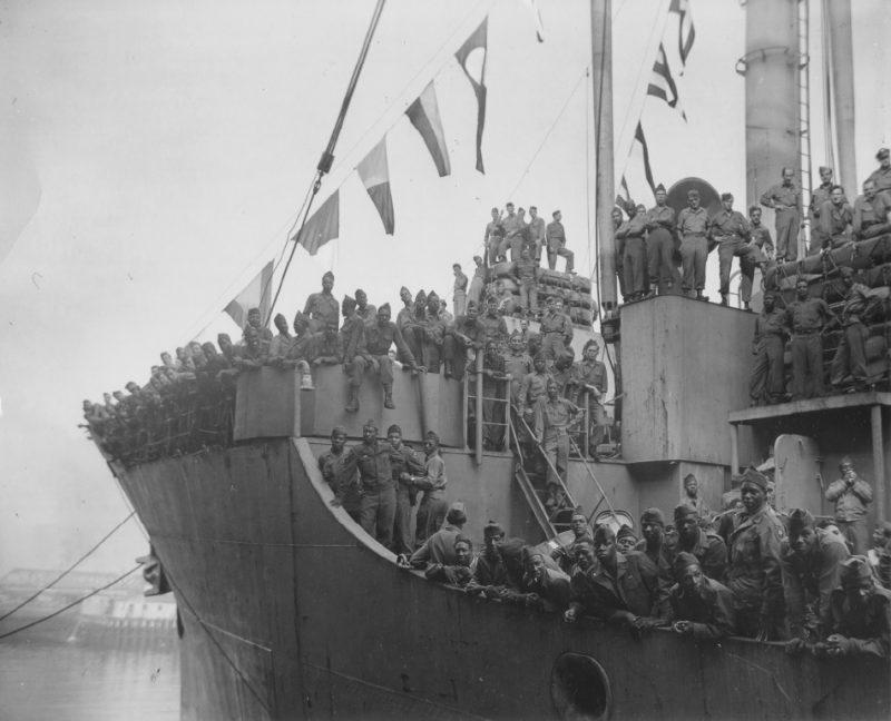 Военно-транспортный корабль «Victory» прибыл в Бостон из Европы с демобилизованными солдатами. Июль 1945 г.