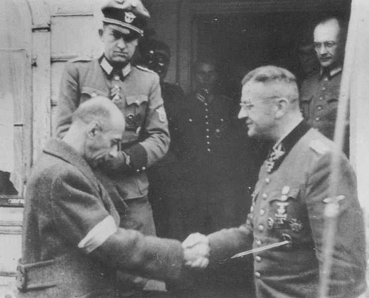 Бур-Коморовский и фон Бах во время капитуляции.