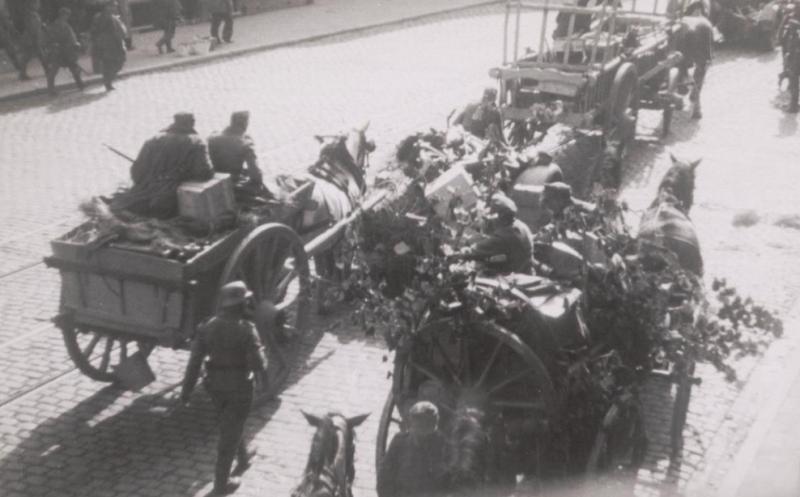 Немецкие войска покидают Антверпен.