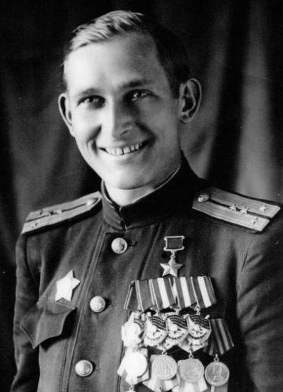 Капитан-лейтенант В. И. Великий.