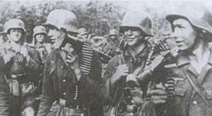 Боевая группа отходит с передовой на отдых. Апрель 1945 г.