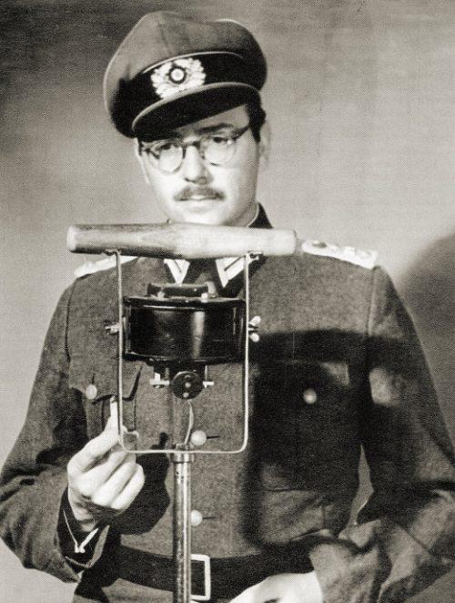 Руководитель восстания Руппрехт Гернгросс у микрофона.