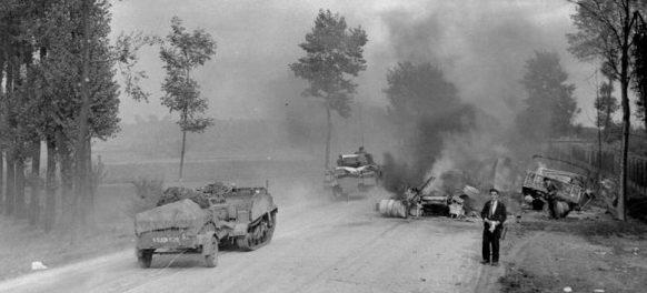 Разбитые немецкие машины во время наступления на Брюссель.