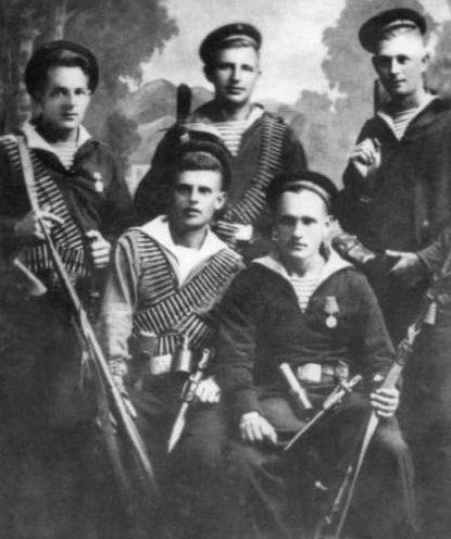 Выжившие десантники.