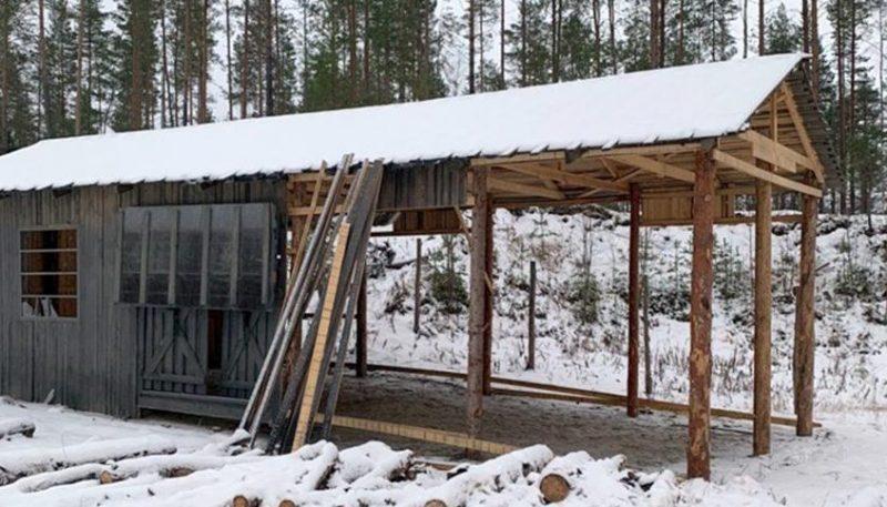 Реконструкция барака концлагеря в деревне Ватнаволок.