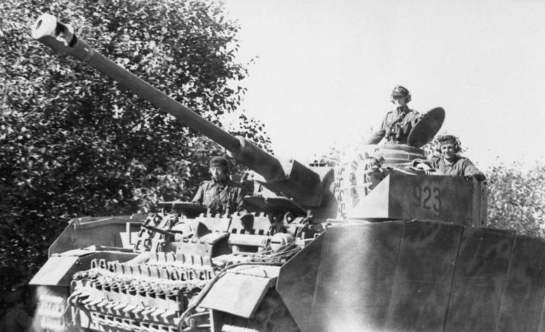 Немецкий танк под Воломином.
