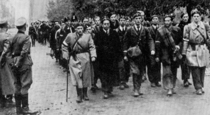 Капитуляция повстанцев в Варшаве.