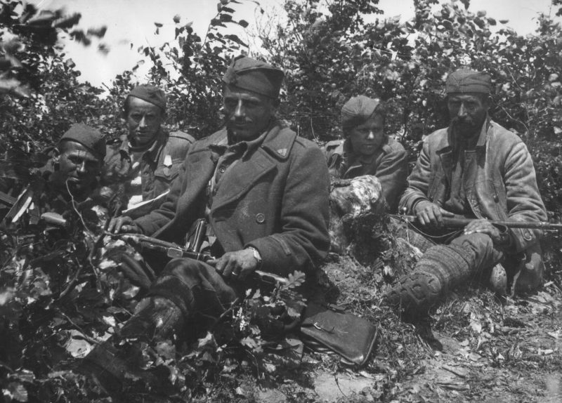 Бойцы Югославской армии.