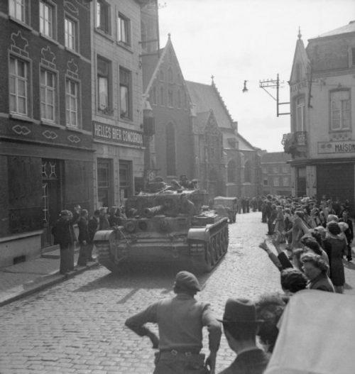 Английские войска входят в Брюссель. 3 сентября 1944 года.